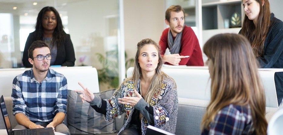 Microsoft contende a Slack il primato delle piattaforme collaborative per lavorare da casa